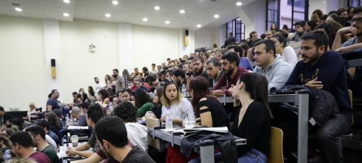 αμφιθέατρο με φοιτητές/Φωτογραφία: Eurokinissi