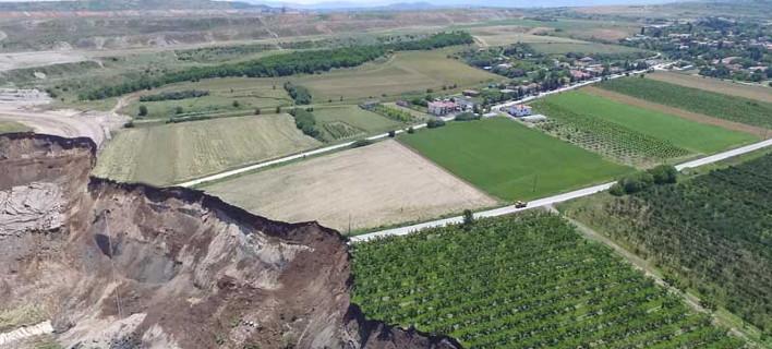 Η κατολίσθηση των 80 εκατ. κυβικών χώματος άλλαξε το χάρτη στο Αμύνταιο -Αεροφωτογραφίες δείχνουν το μέγεθος της καταστροφής [εικόνες & βίντεο]