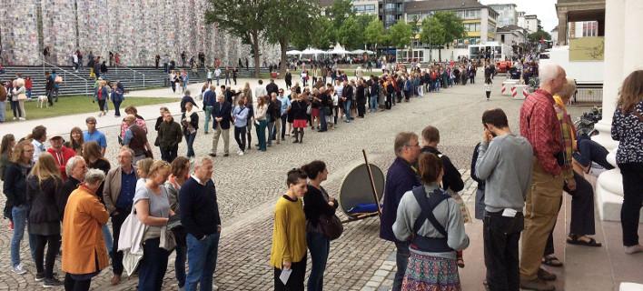 Ατέλειωτες ουρές για την έκθεση της ελληνικής συλλογής του ΕΜΣΤ στη Γερμανία [εικόνες]