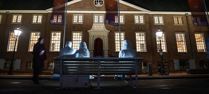 Το έργο έξω από το Μουσείο Hermitage Amsterdam/Φωτογραφία © DesignBridge