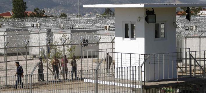 Εξέγερση στην Αμυγδαλέζα για τον 23χρονο νεκρό μετανάστη και επέμβαση των ΜΑΤ