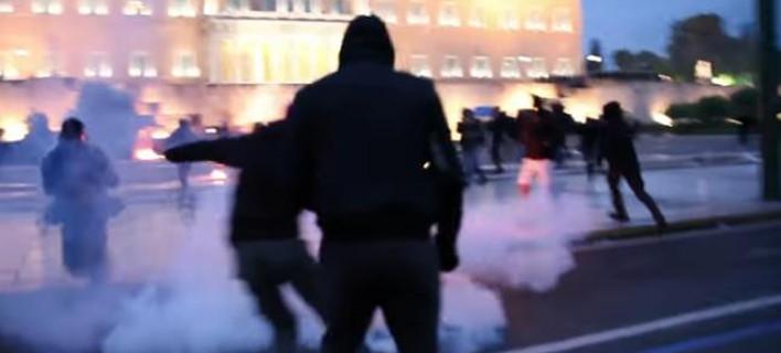 Βίντεο - ντοκουμέντο: Το «ντου» των αντιεξουσιαστών στον Αγνωστο Στρατιώτη