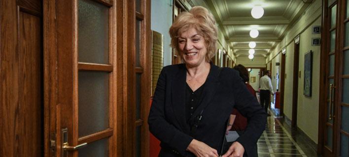 Η Σία Αναγνωστοπούλου, χαμογελαστή (Φωτογραφία: EUROKINISSI/ ΤΑΤΙΑΝΑ ΜΠΟΛΑΡΗ)