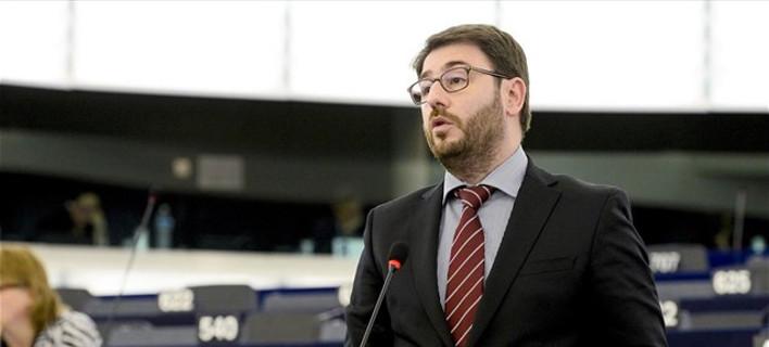 Επίθεση Νίκου Ανδρουλάκη στην κυβέρνηση για το προσφυγικό