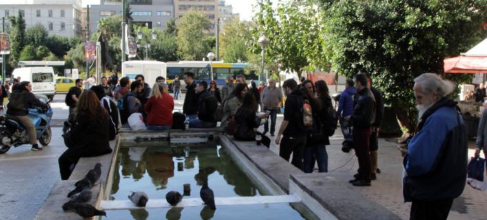 Bloomberg: Με κουπόνια σούπερ μάρκετ πληρώνουν ελληνικές εταιρείες τους εργαζόμενους