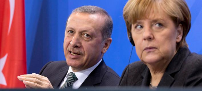 Μήνυμα Μέρκελ στις προκλήσεις Ερντογάν: Να μην ανακατεύεται στις γερμανικές εκλογές