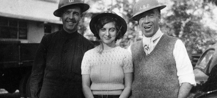 H Μπάρμπαρα Άνσλοου με φίλους το πρωινό της 25ης -12-1941, τη μέρα που οι Ιάπωνες κατέλαβαν το Χονγκ Κονγκ