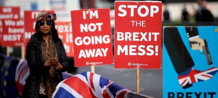 Oλοένα και περισσότεροι Βρετανοί ζητούν να σταματήσει το Brexit (Φωτογραφία: AP/Matt Dunham)