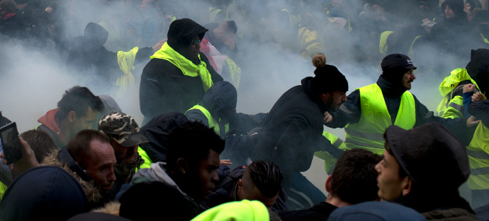 Πληθαίνουν οι συγκρούσεις αριστεριστών με εθνικιστές / Φωτογραφία: AP Images