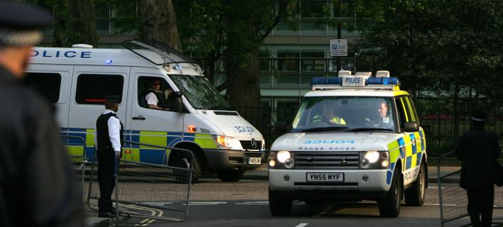 Συνεχίζονται οι έρευνες για τη βομβιστική επίθεση στο Λονδίνο, φωτογραφία: AP images