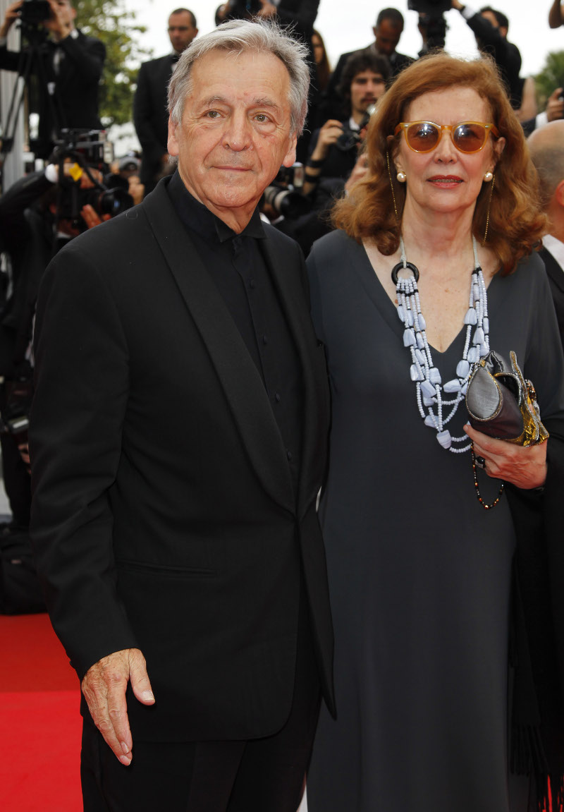 Συνοδευόμενος από τη γυναίκα του και παραγωγό, Michelle Ray-Gavras