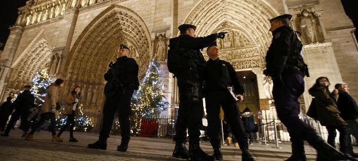 Γαλλία: Υπό δρακόντεια μέτρα η έλευση του 2018 -Κιγκλιδώματα και 140.000 αστυνομικοί [εικόνες]