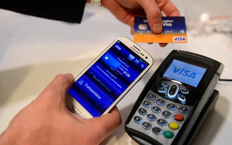Στο Λονδίνο οι καθημερινές συναλλαγές γίνονται με τα νέα μέσα πληρωμών-Φωτογραφία:AP/Manu Fernandez
