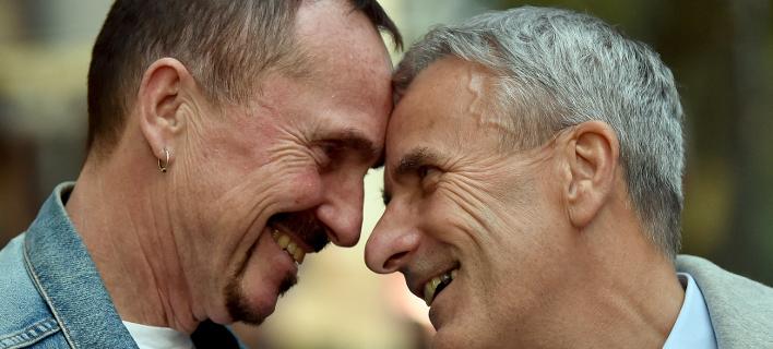 Ζευγάρι ομοφυλόφιλων /Φωτογραφία AP images