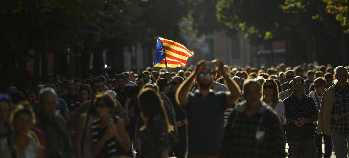 Διχασμός στην Καταλονία: Τώρα τσακώνονται για το αν θα πρέπει να ανακηρύξουν την αυτονομία τους