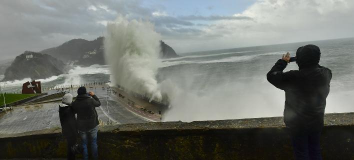 Είναι η τέταρτη καταιγίδα που πλήττει τη Γαλλία από τις αρχές του Δεκεμβρίου, φωτογραφία: AP Images