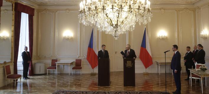 Υπέβαλε παραίτηση στον πρόεδρο Μίλος Ζέμαν, φωτογραφίες: ap images