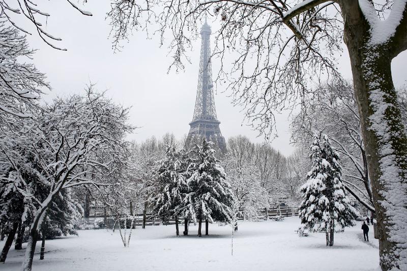Παρίσι: Πάγωσε ο Πύργος του Άιφελ!