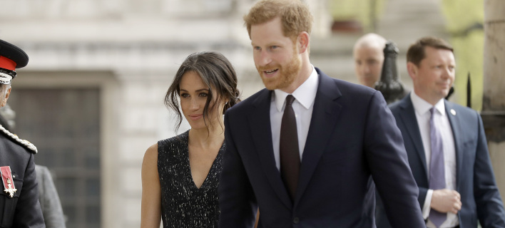 Εκεί  θα μπορούν να ευχηθούν στον πρίγκιπα Ουίλιαμ και την Μέγκαν Μαρκλ, φωτογραφία: apimages