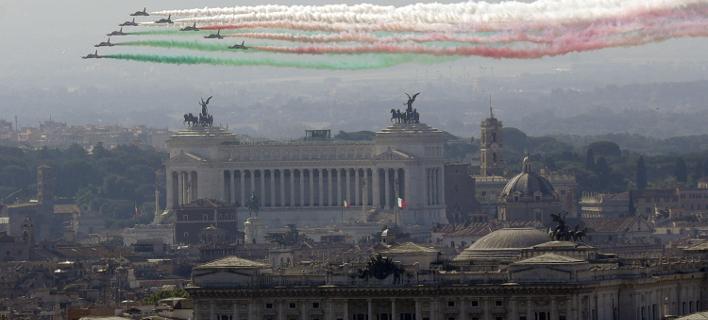 «Είναι η γιορτή όλων μας», δήλωσε ο νέος Ιταλός πρωθυπουργός Τζουζέπε Κόντε φωτογραφία: apimages