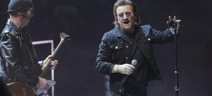 Ήδη από τα πρώτα τραγούδια, ο Bono φάνηκε να αντιμετωπίζει δυσκολία, φωτογραφία: apimages
