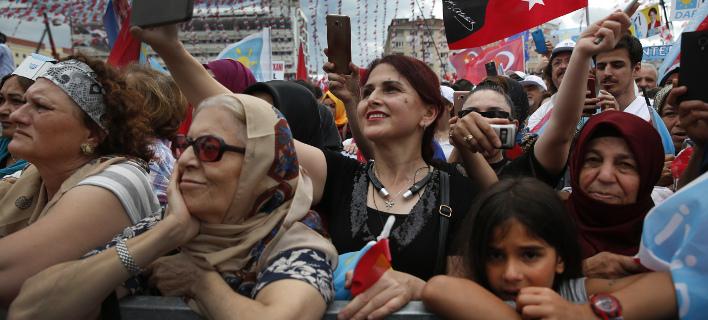 Ψήφισαν στα τουρκικά προξενεία, Φωτογραφία: apimages
