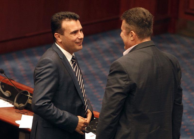 Ο Ζάεφ μετά την επικύρωση της συμφωνίας από τη Βουλή της ΠΓΔΜ -AP Photo/Boris Grdanoski