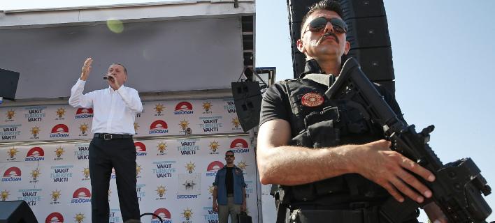 Συνελήφθησαν σε μια σειρά από αστυνομικές εφόδους, φωτογραφία: apimages