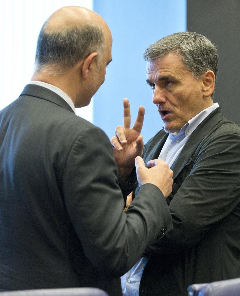 Τσακαλώτος - Μοσκοβισί συζητούν πριν την έναρξη του Eurogroup -Φωτογραφία: AP