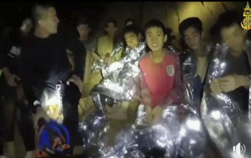 Τα παιδιά παραμένουν εδώ και σχεδόν δύο εβδομάδες εγκλωβισμένα στο σπήλαιο (Φωτογραφία: ΑΡ)
