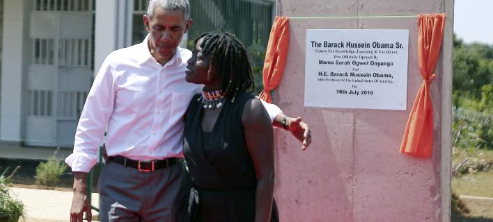 Με την αδελφή του Αούμα Ομπάμα, φωτογραφίες: apimages