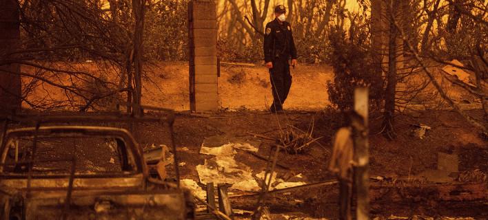 Καλιφόρνια: Ανεξέλεγκτες πυρκαγιές -Δύο πυροσβέστες νεκροί -38.000 εγκατέλειψαν τα σπίτια τους [εικόνες]