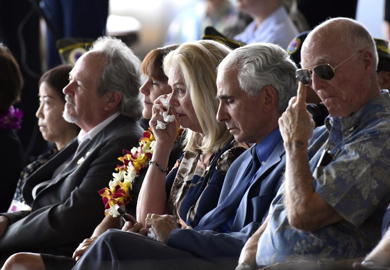Δάκρυα στην υποδοχή των λειψάνων Αμερικανών στρατιωτών, πεσόντων στον Πόλεμο της Κορέας
