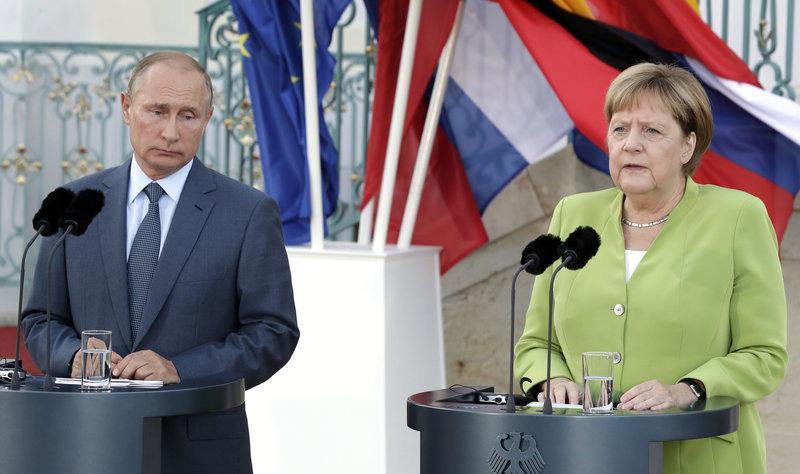 H Άνγκελα Μέρκελ και ο Βλαντιμίρ Πούτιν /Φωτογραφία AP images