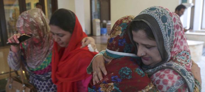 Θρήνος για τον θάνατο της γυναίκας του πρώην πρωθυπουργού του Πακιστάν/ Φωτογραφία AP images