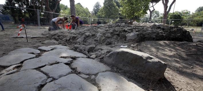 Τρεις από τους 18 τάφους είναι ηλικίας 800 χρόνων, φωτογραφία: ap images