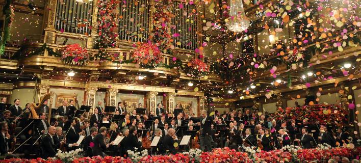 Η πρωτοχρονιάτικη συναυλία της Φιλαρμονικής της Βιέννης -Γέμισε λουλούδια η χρυσοποίκιλτη αίθουσα [εικόνες]