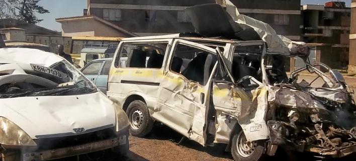 23 νεκροί από σύγκρουση λεωφορείου με αυτοκίνητο/ Φωτογραφία AP images