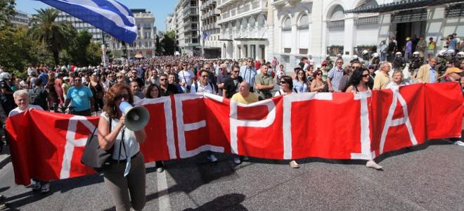 Παπαρήγα: Σχέδιο απαγόρευσης των απεργιών προωθεί η κυβέρνηση