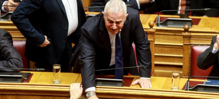 Ο νέος ΥΕΘΑ Ευάγγελος Αποστολάκης στη Βουλή / Φωτογραφία: ΕUROKINISSI/ΓΙΩΡΓΟΣ ΚΟΝΤΑΡΙΝΗΣ