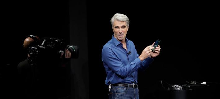 O Φεντερίνι δεν κατάφερε να «πείσει» το νέο iPhone να τον... υπακούσει / (AP Photo/Marcio Jose Sanchez)