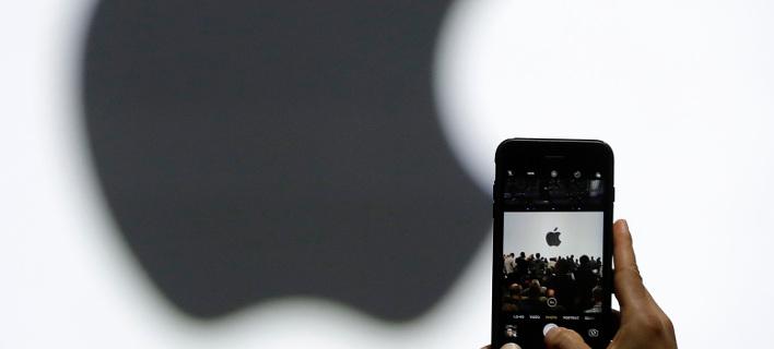 Ενοχλημένη η Apple από την διαρροή του i-phoneX/Φωτογραφία αρχείου: AP Photo/Marcio Jose Sanchez