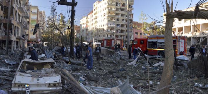 Εικόνες καταστροφής στο Ντιγιαρμπακίρ: 8 νεκροί, πάνω από 100 τραυματίες από την έκρηξη [εικόνες]
