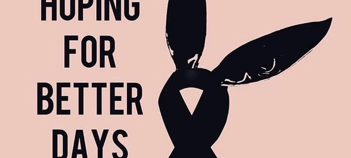 Τι συμβολίζει η μαύρη κορδέλα με τα αυτιά λαγού που κατέκλυσε τα social media μετά το μακελειό στο Mάντσεστερ [εικόνες]