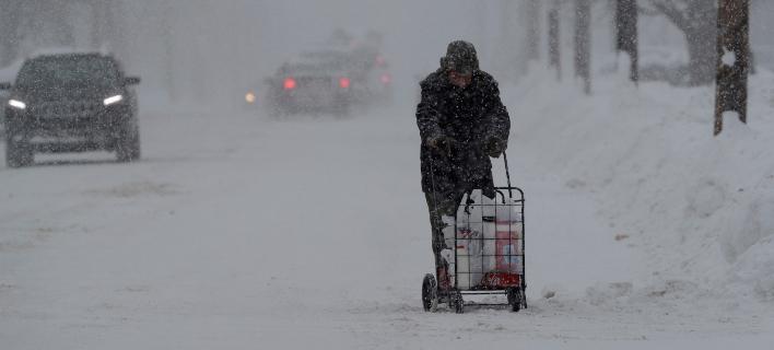 Θέλει τόλμη για να βγεις αυτές τις μέρες για ψώνια στην Πενσυλβάνια (Φωτογραφία: ΑΡ)