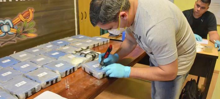 Φωτογραφία: 400 κιλά κοκαΐνης βρέθηκαν σε κτίριο της ρωσικής πρεσβείας/AP