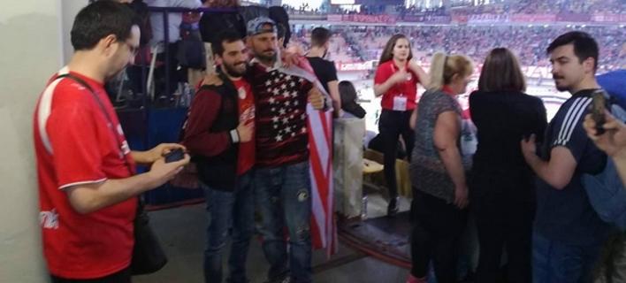 Χαμός στο ΣΕΦ με τον μάνατζερ ράγκμπι Πάνο Αργιαννίδη που ήταν στο Survivor [εικόνες]