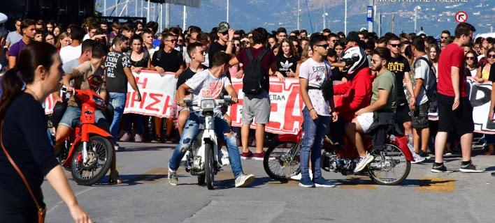 Πορεία διαμαρτυρίας μαθητών στην Αργολίδα -Δεν έχουν λεωφορεία να πάνε στο σχολείο [εικόνες & βίντεο]