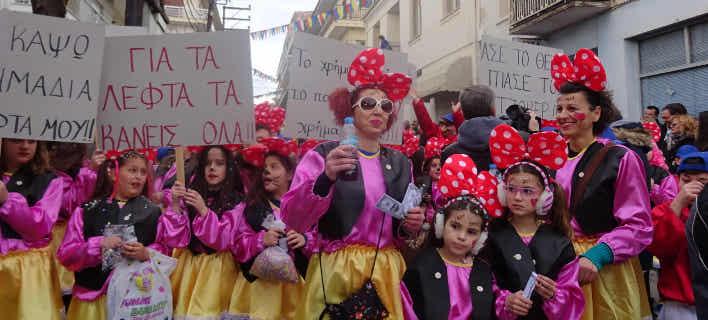 Καρναβαλιστές κάθε ηλικίας στο Αργος Ορεστικό (Φωτογραφία: oladeka)