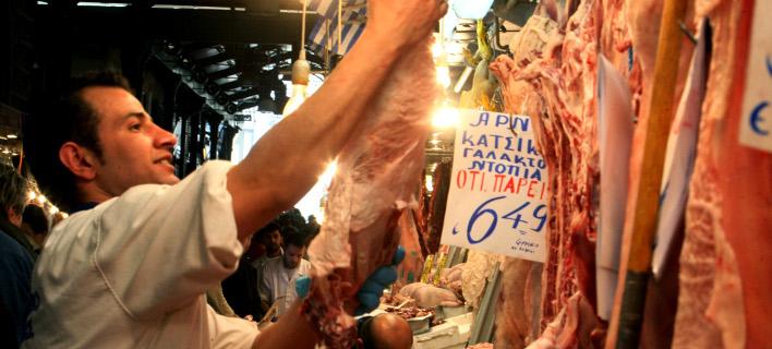 Κτηνοτρόφοι καταγγέλλουν: Γέμισε η αγορά ρουμάνικα αρνιά που βαφτίζονται ελληνικά
